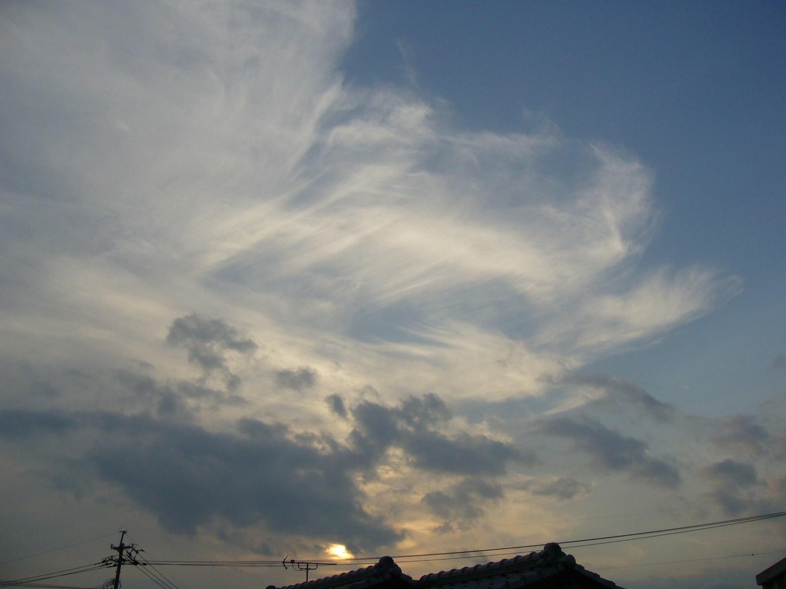 夕日とジグザグ雲