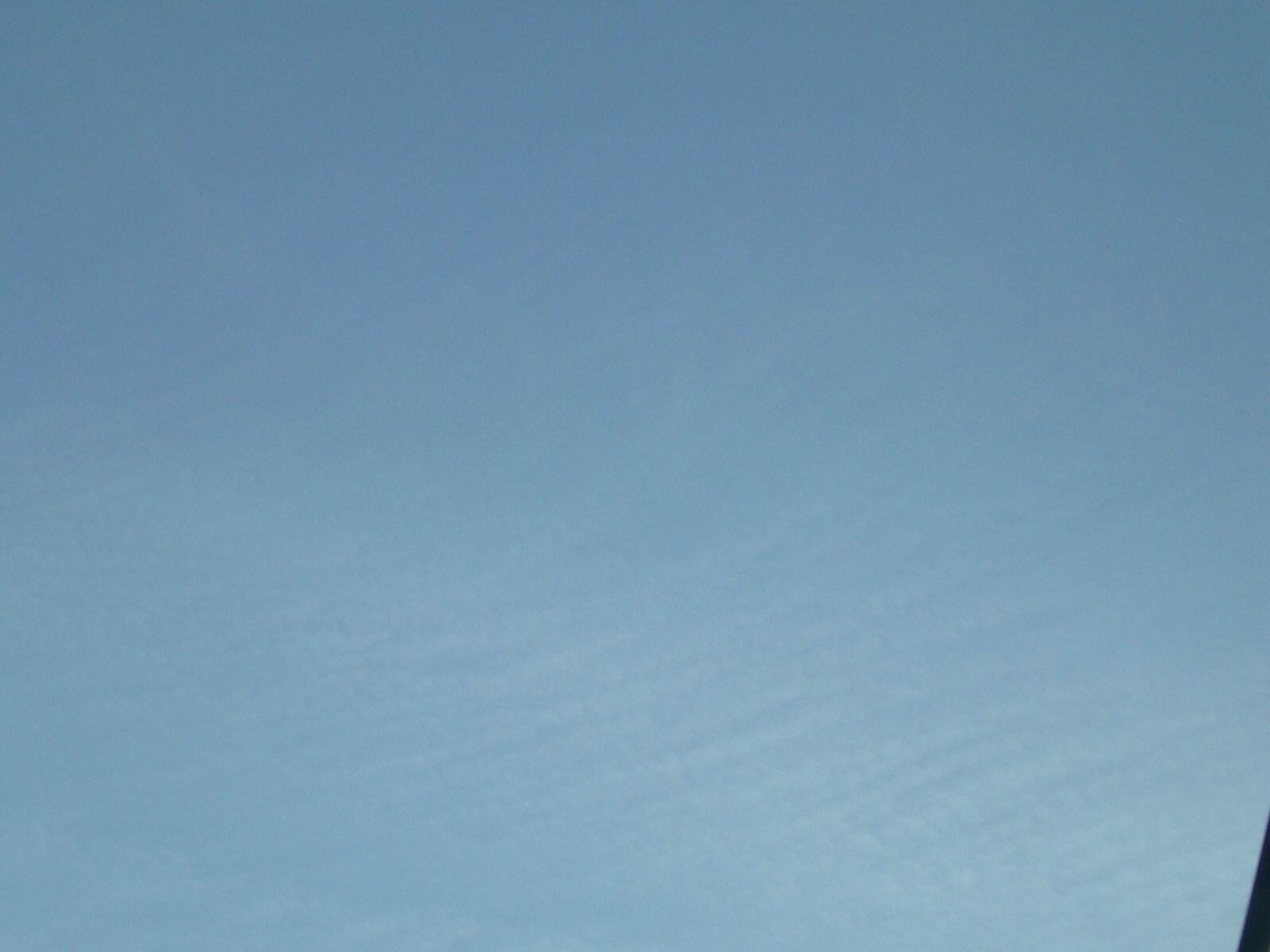 三郷。関東南部は降り出しが24時前後か降らないかも。ナミナミ雲が高度ウェルター級に上昇したので。