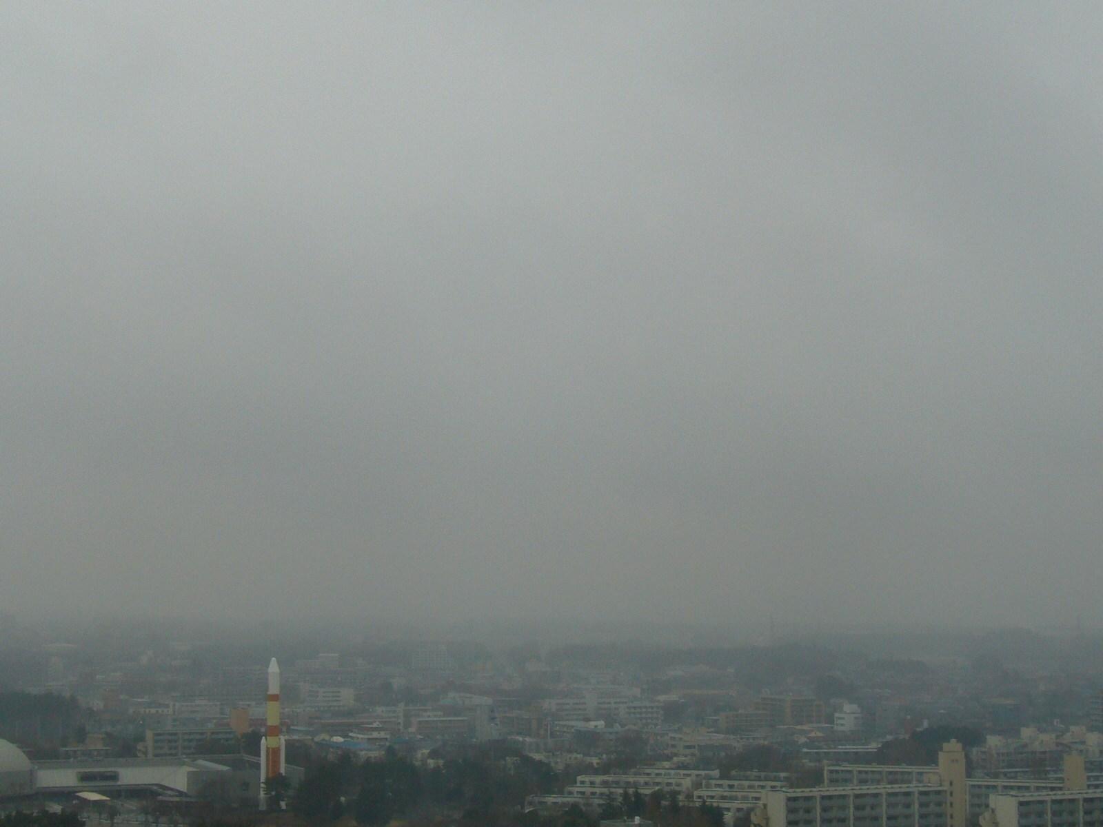 今日は筑波山が見えません。雲底500m以下でドンヨリ。