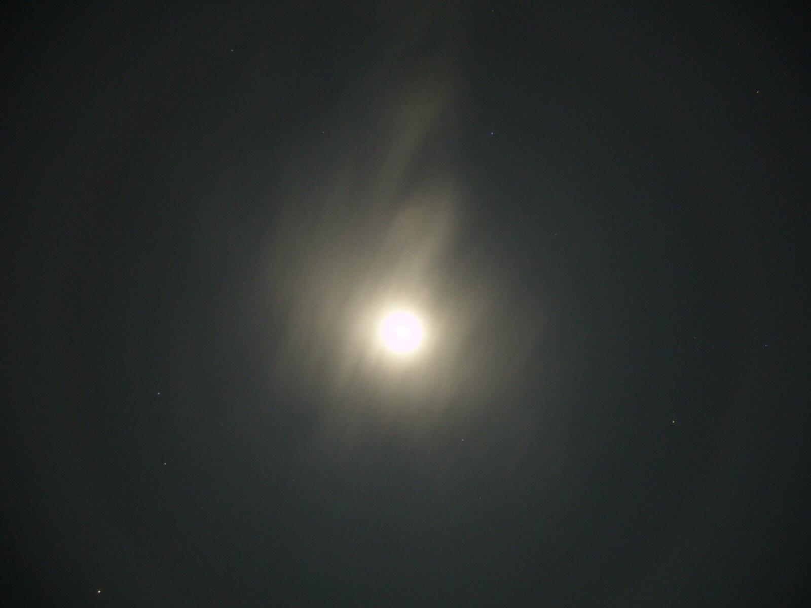 月ハロ(月暈) 分かりにくいかも